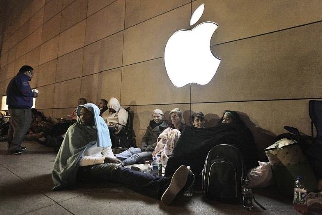 line at apple store over night