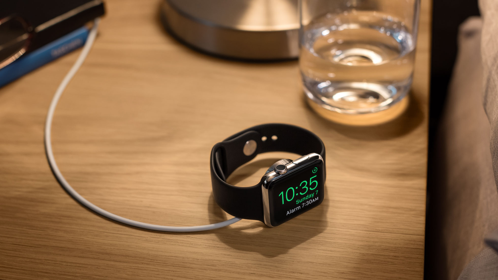 watchOS 2 nightstand mode