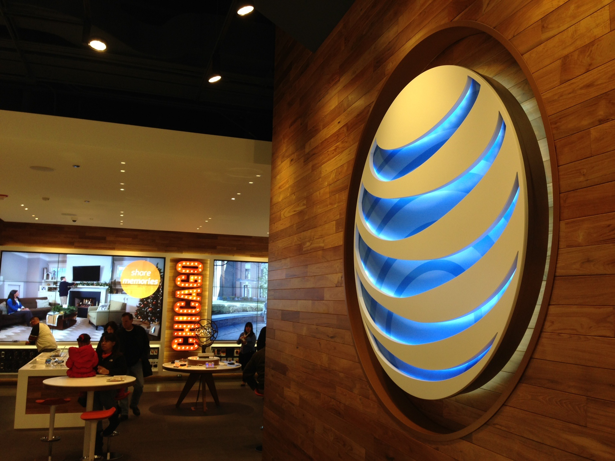 AT&T Chicago store (interior 001)